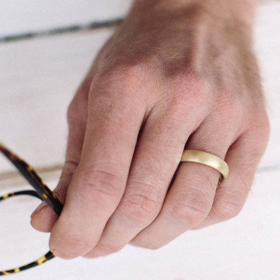 Gents Soft Pebble Wedding Ring 18ct Gold - The Name Jewellery™