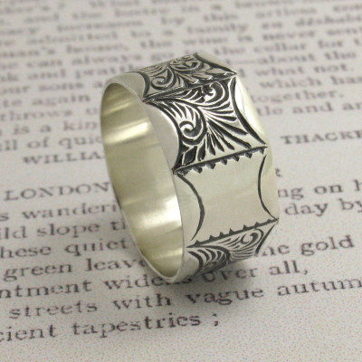 Mens Victorian Style Ring - The Name Jewellery™