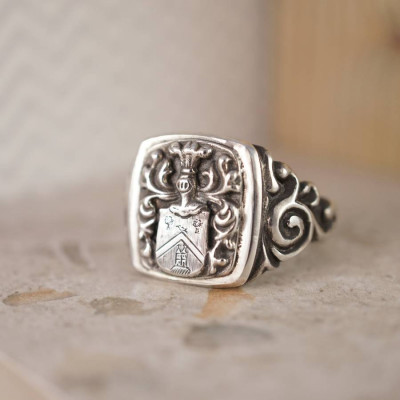 Personalised Coat Of Arms Signet Ring - The Name Jewellery™