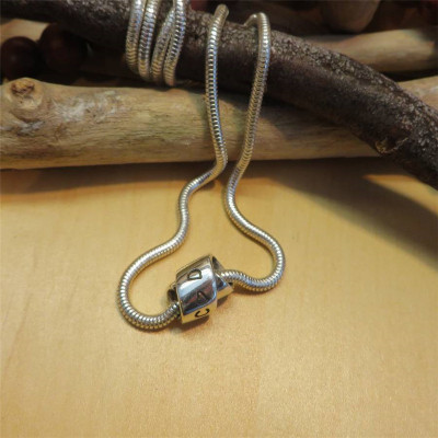 Personalised Silver Infinity Knot Necklace - The Name Jewellery™