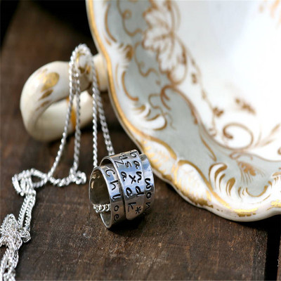 Personalised Silver Scroll Necklace - The Name Jewellery™